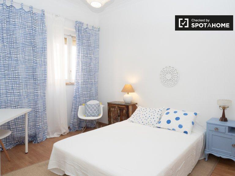 Pokój do wynajęcia w 2-pokojowym mieszkaniu w Ajuda, Lizbona