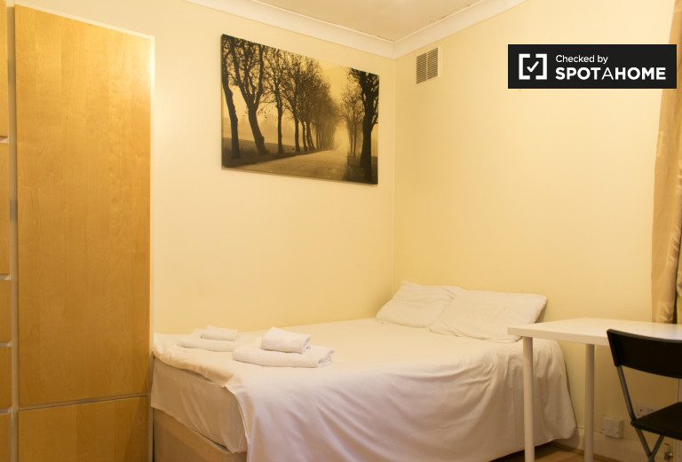 Comfortable studio apartment to rent in Willesden Green area