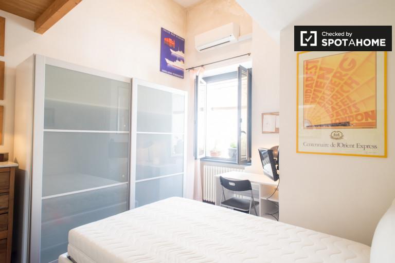 Spaziosa camera in appartamento nel centro di Roma