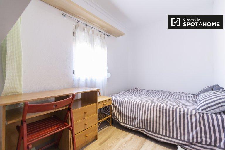 Room in 4-bedroom apartment in Puente de Vallecas, Madrid