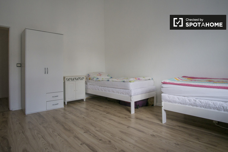 Bedroom 2 - single bed 3