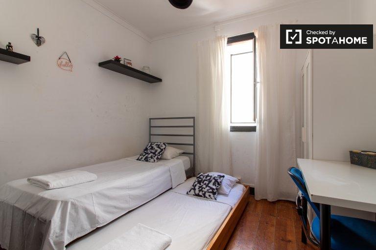 Ładny pokój do wynajęcia, mieszkanie z 4 sypialniami, Baixa-Chiado, Lizbona