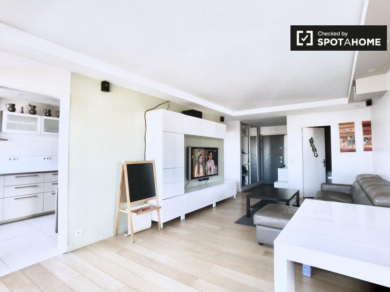 Modern 3-bedroom apartment for rent in Colombes, Paris