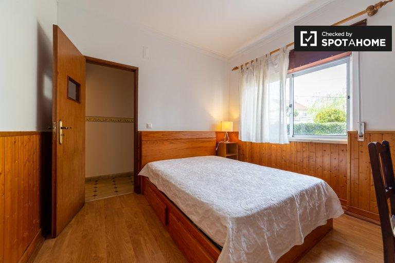 Chambre à louer dans un appartement de 3 chambres à Trafaria, Lisbonne