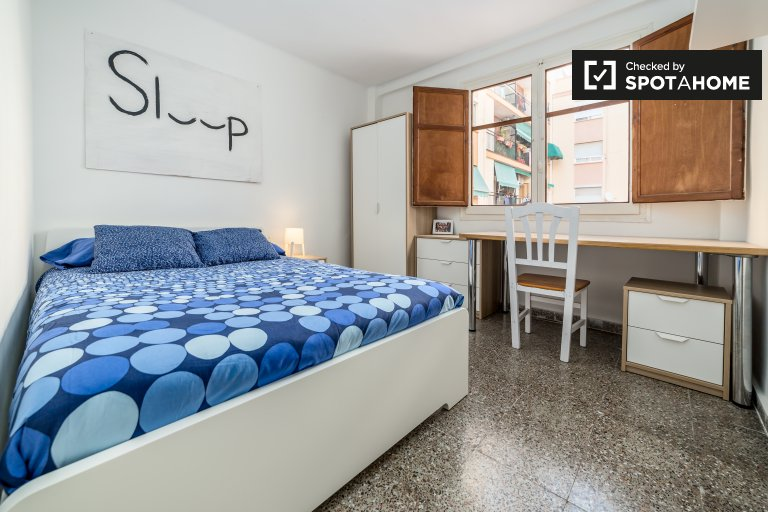 Quarto moderno para alugar em apartamento de 3 quartos, Jesús Valencia