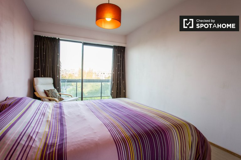 Double Bed in Rooms for rent in a stylish 3-bedroom apartment with pool and tennis court in Woluwe Saint-Lambert