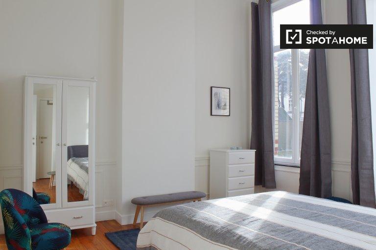 Chambre lumineuse dans une résidence de 8 chambres dans le quartier européen