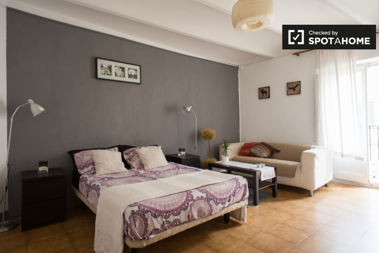 Huge room in 4-bedroom apartment in El Raval, Barcelona