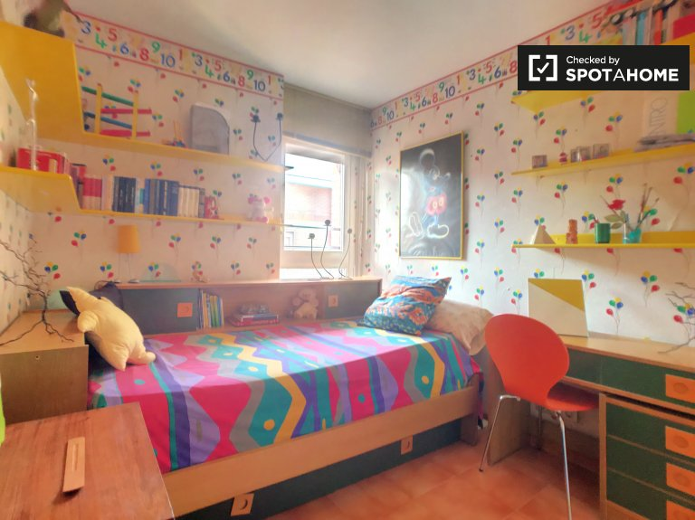 Colourful room in 4-bedroom apartment in Poblenou, Barcelona