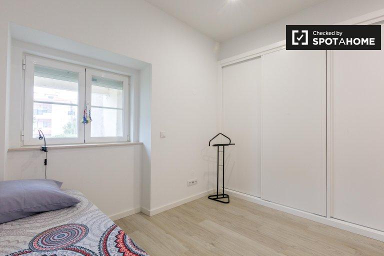 Lizbon, Estoril'de 4 yatak odalı evde kiralık oda