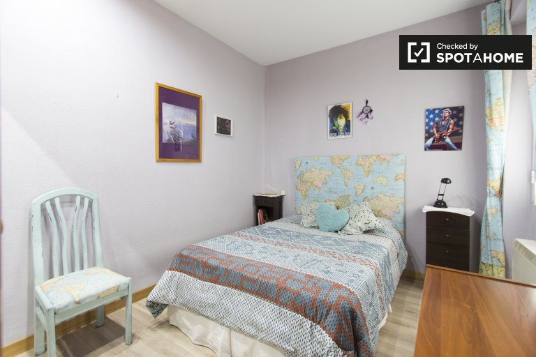 Great room in 2-bedroom apartment in Acacias, Madrid