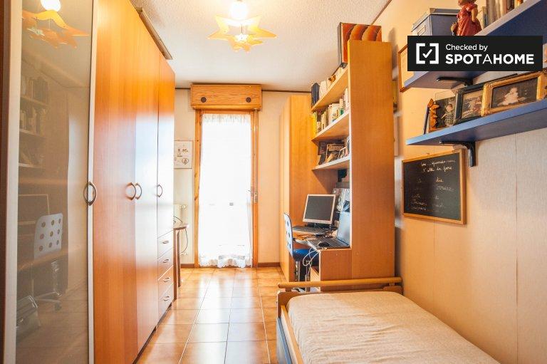 Quarto luminoso em apartamento de 2 quartos em Nomentano, Roma