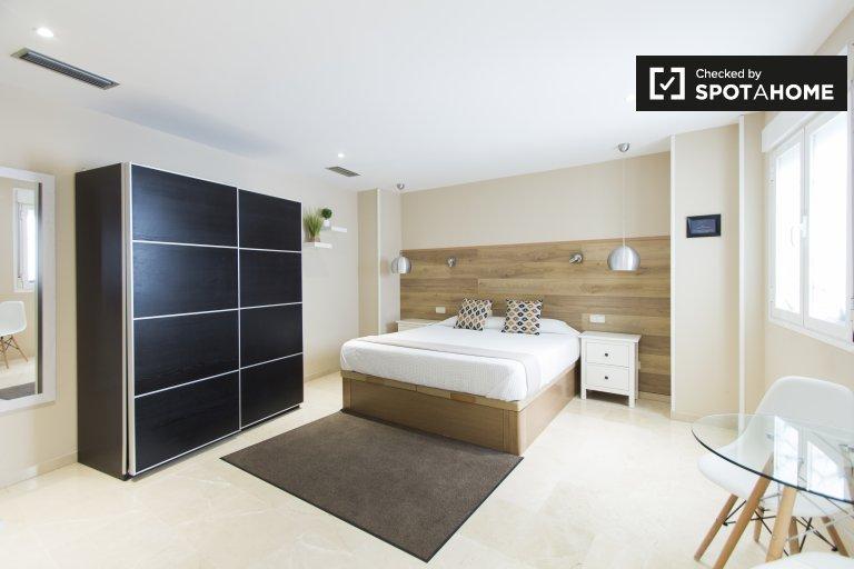 Uptown studio apartment for rent in Centro, Madrid