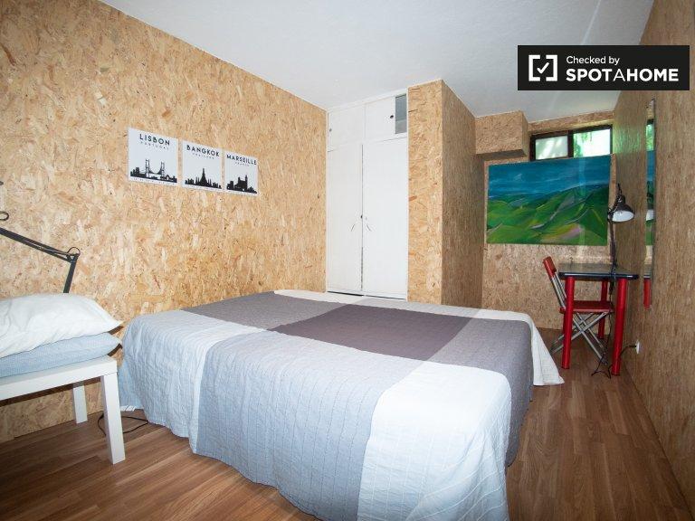 Chambre à louer dans une maison de 6 chambres à Parede, Lisbonne