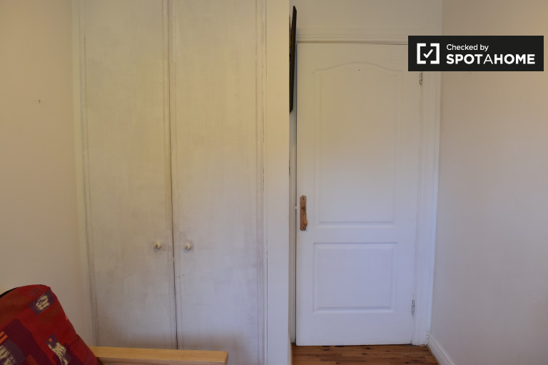 Single Bed in Room to rent with meals included in a 2-bedroom shared house in Dalkey