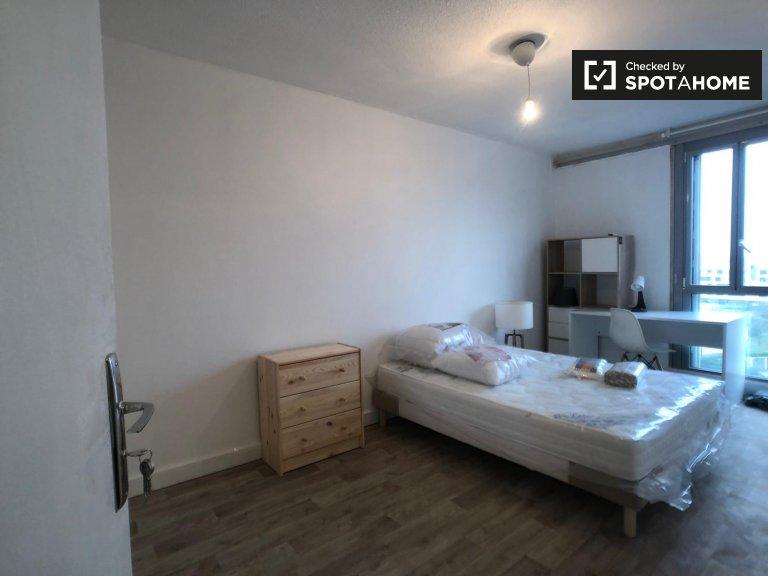 Stanza privata in affitto in appartamento con 4 camere da letto, Saint-Denis