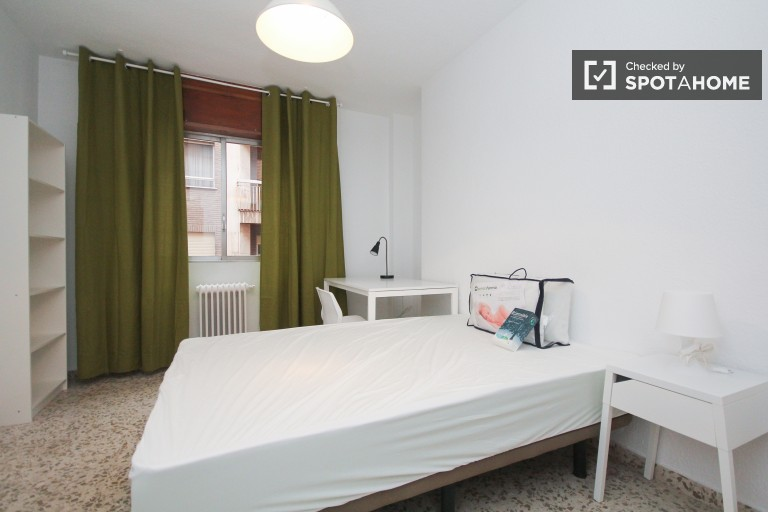 Equipped room in 5-bedroom apartment in Ronda, Granada