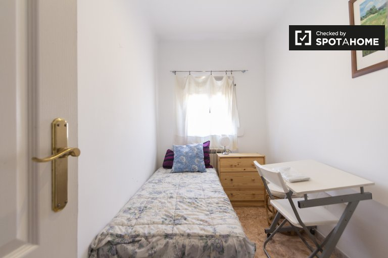 Room in 4-bedroom apartment in Puente de Vallecas, Madrid