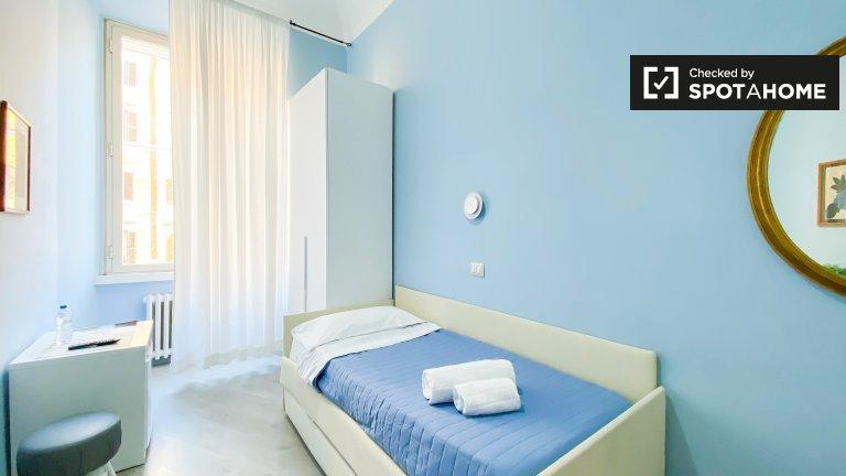 Pokój do wynajęcia w apartamencie z 6 sypialniami w Centro Storico