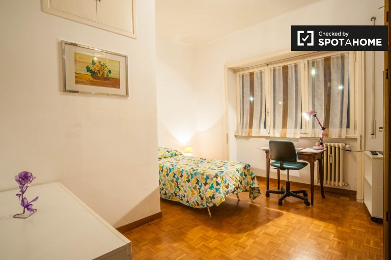Furnished room for rent 2-bedroom apartment in Aurelio, Rome