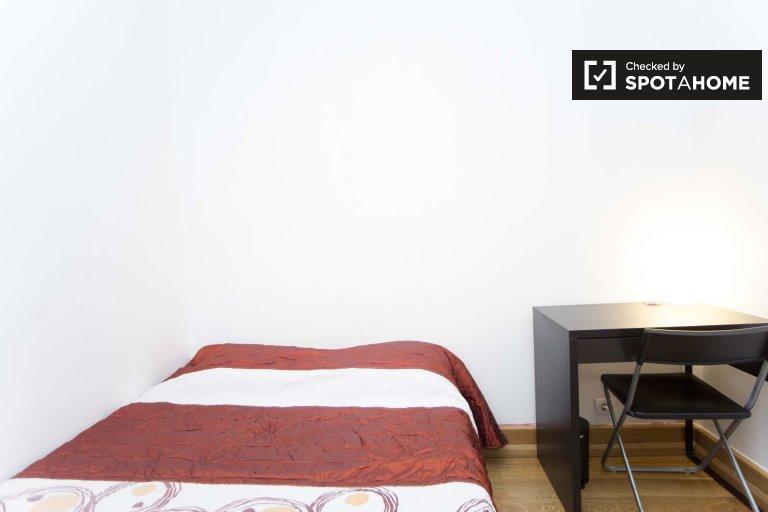 Habitación luminosa en apartamento de 6 dormitorios en Arroios, Lisboa