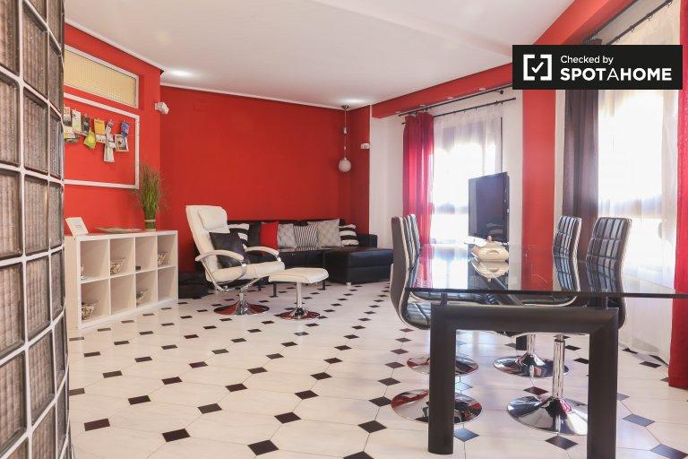 Valencia, Ciutat Vella bölgesinde büyüleyici 2 yatak odalı daire.