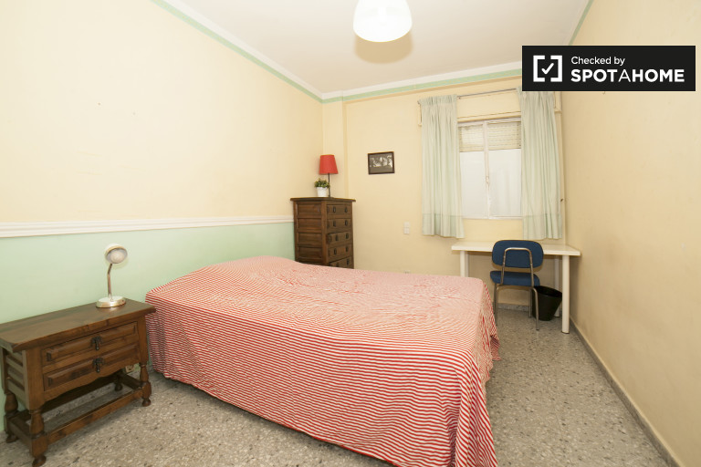 Double Bed in Rooms for rent in spacious 3-bedroom apartment in Nervión