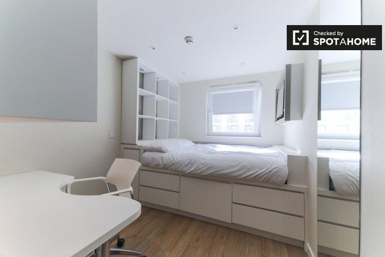 Habitación luminosa en residencia en Tower Hamlets, Londres