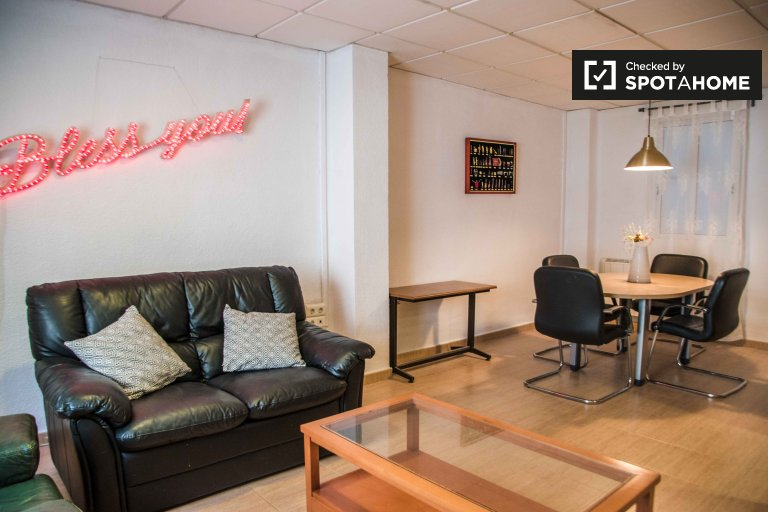 Apartamento de 5 quartos para alugar em Extramurs, Valência