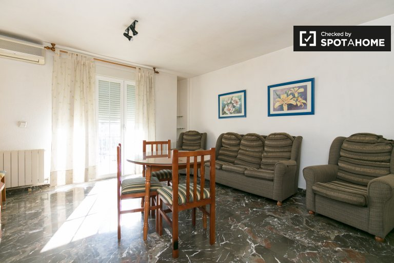 3-bedroom apartment with balcony for rent in Norte