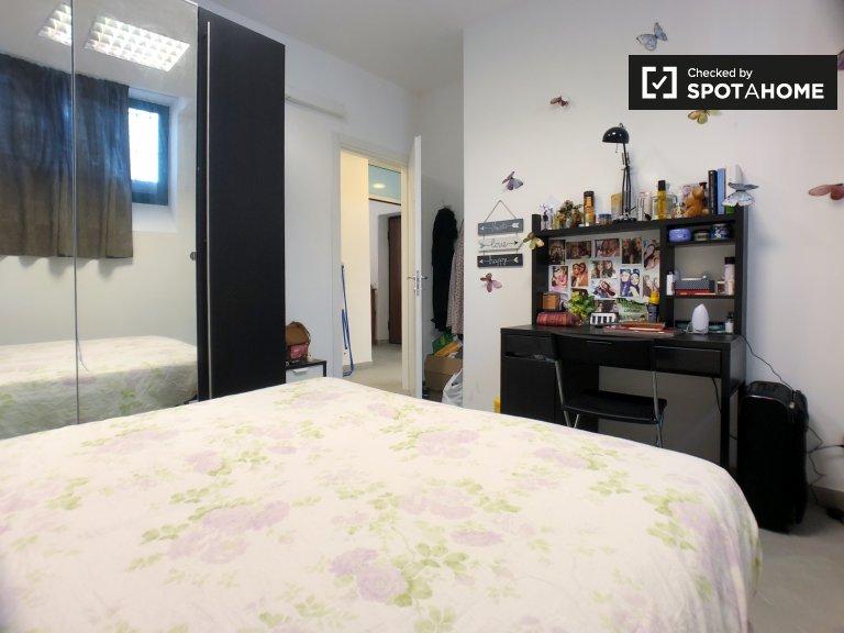 Camere in affitto in appartamento con 3 camere da letto ad Affori, Milano
