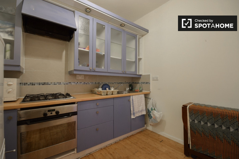 3-bedroom apartment to rent in Dalston