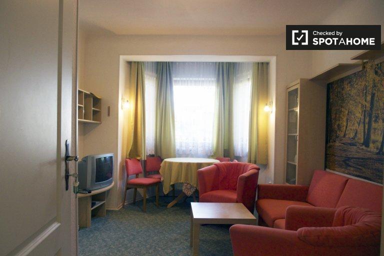 Espaçoso apartamento em uma casa compartilhada em Schulzendorf
