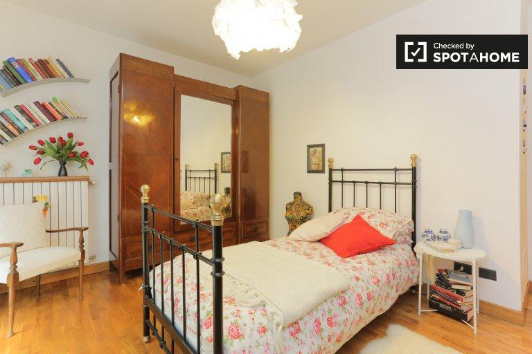 Se alquila habitación en apartamento de 3 dormitorios en Quinto Romano.