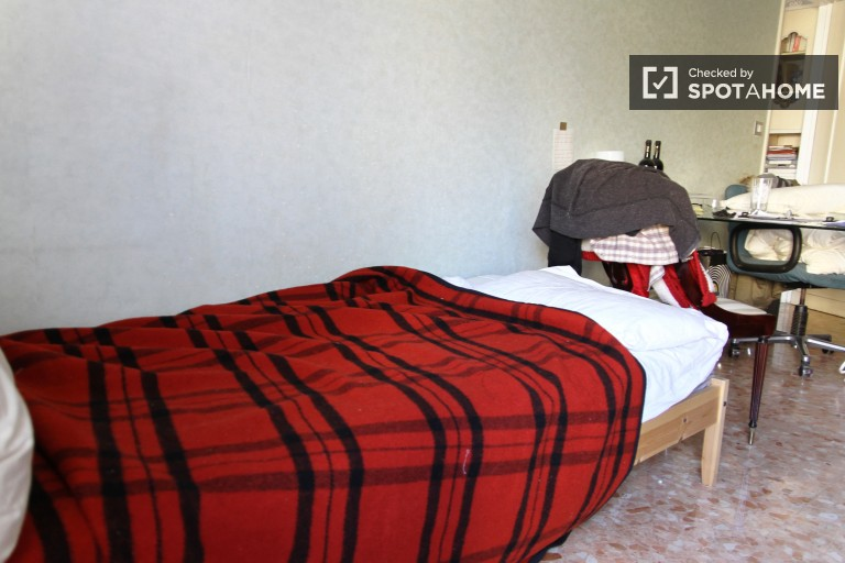 Umeblowany pokój z 3 sypialniami w San Giovanni w Rzymie
