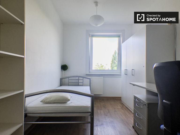 Leuchtender Raum in der Wohnung in Marzahn-Hellersdorf, Berlin