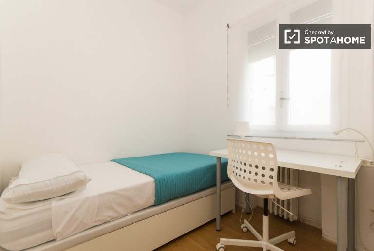 Single Bed in 7 Furnished rooms with TVs for rent near Plaza de Castilla, Madrid