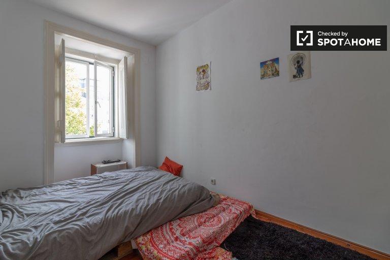 Room for rent in 3-bedroom apartment in Estrela, Lisbon