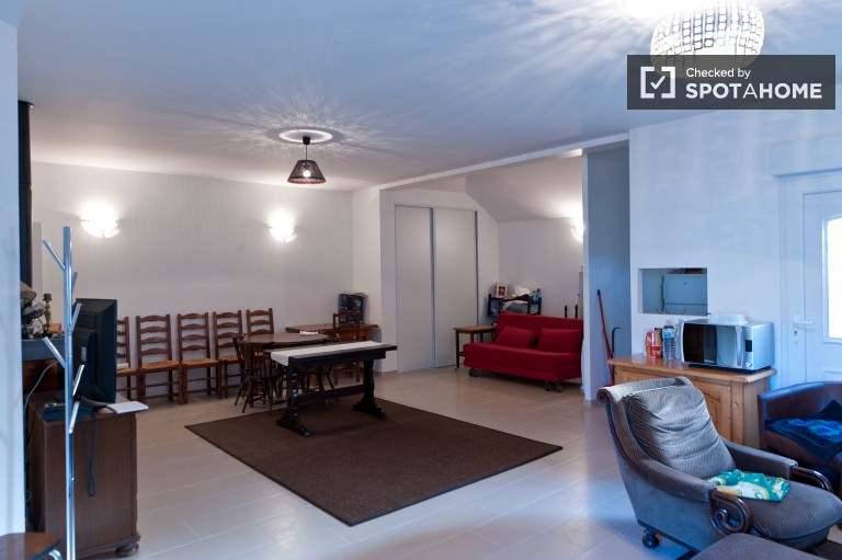 Large 1 Bed Flat for Workers With Garden in Villejuif, Paris