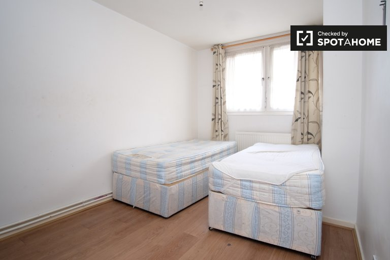 Twin Beds in Furnished rooms to rent in a 5-bedroom apartment in Wapping