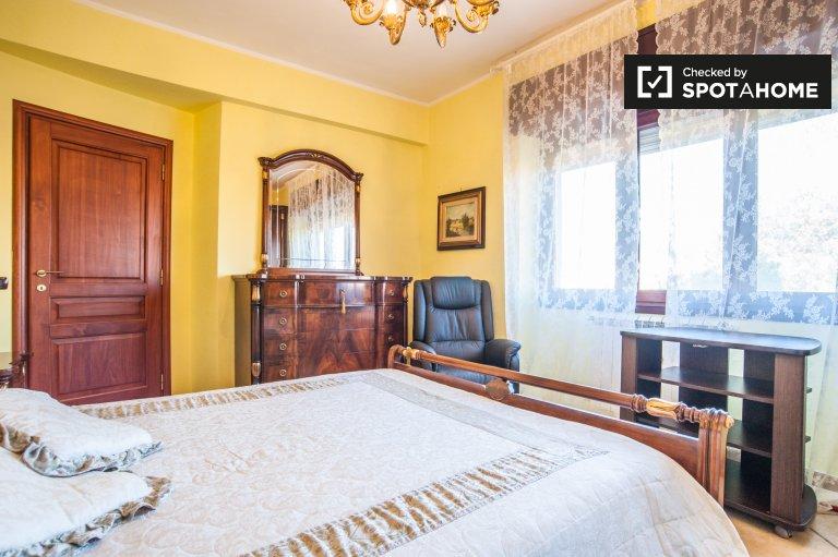 Chambre à louer dans un appartement de 4 chambres à Agro Roman, Rome