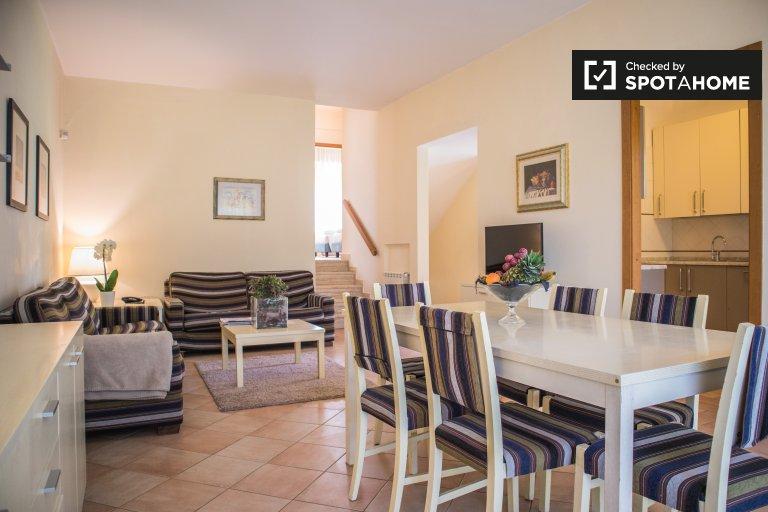 Appartement de 2 chambres à louer à Infernetto, Rome