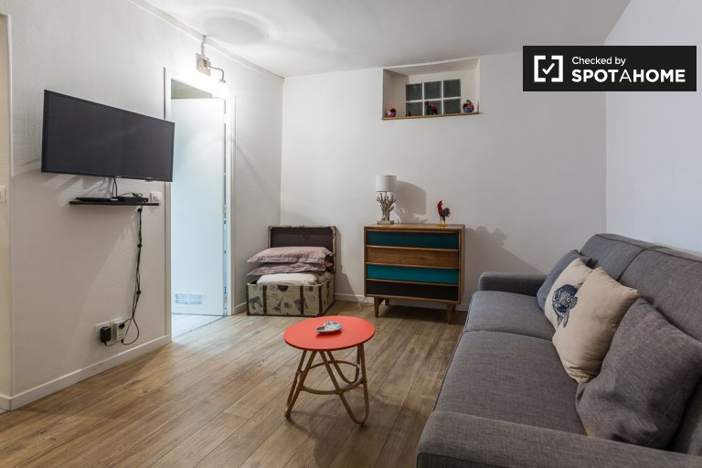 Beautifully renovated studio apartment for rent in Montmartre