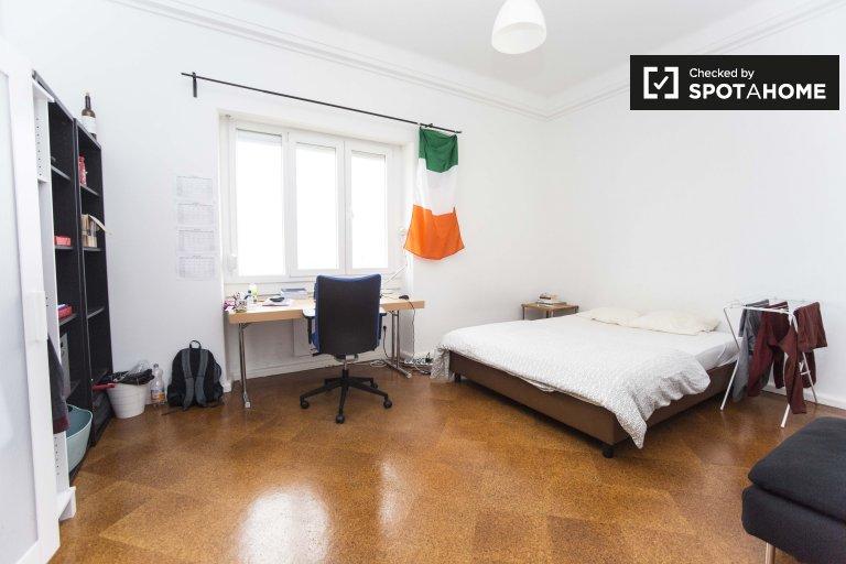 Se alquila habitación en apartamento de 9 dormitorios en Arroios, Lisboa