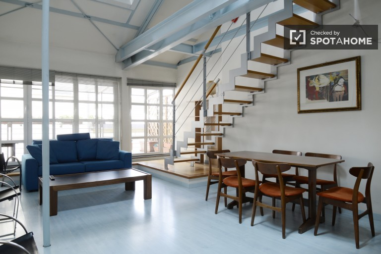 Fashionable studio apartment for rent in a renovated industrial building in Milan