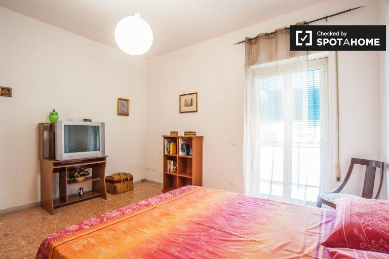 Central room w 4-pokojowe mieszkanie w Nuovo Salario, Rzym