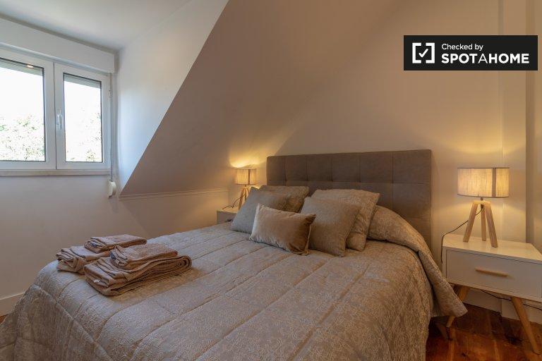 Chambre à louer dans un appartement de 4 chambres à Arroios, Lisbonne.