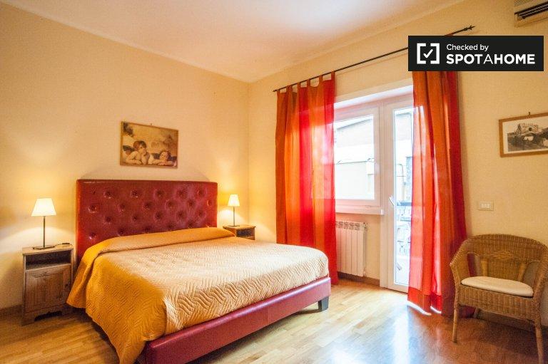 Se alquila habitación en apartamento de 3 dormitorios en Vaticani, Roma