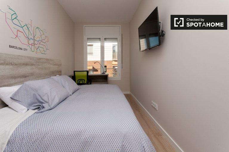 Large room in 7-bedroom apartment in Sants, Barcelona