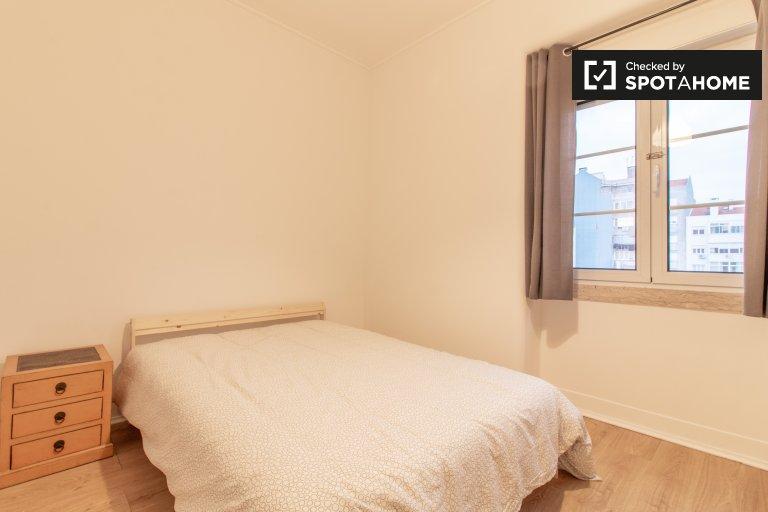 Quarto luminoso em apartamento de 8 quartos no Areeiro, Lisboa